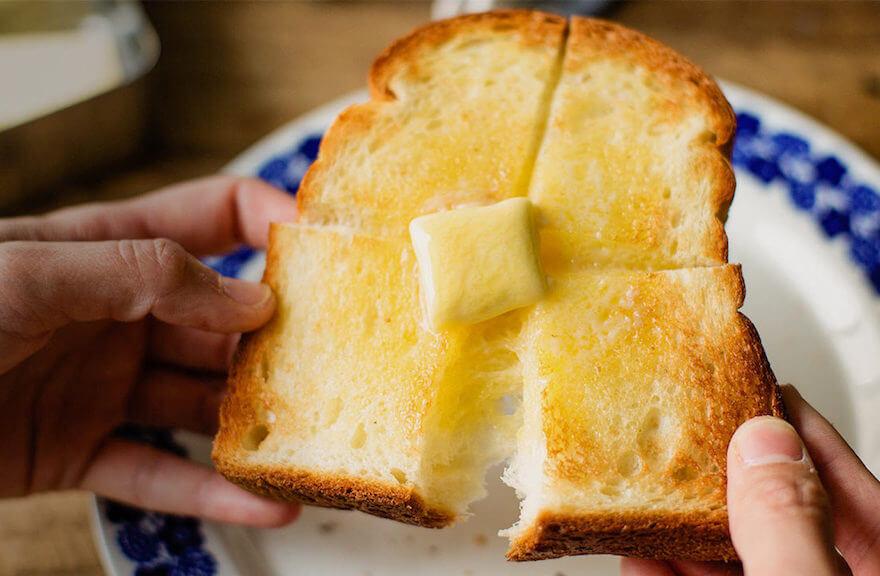 焼き上がりのトースト画像
